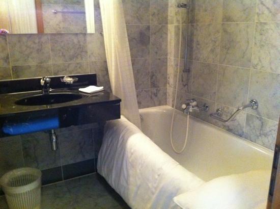 Hotel Des Vignes: toilet