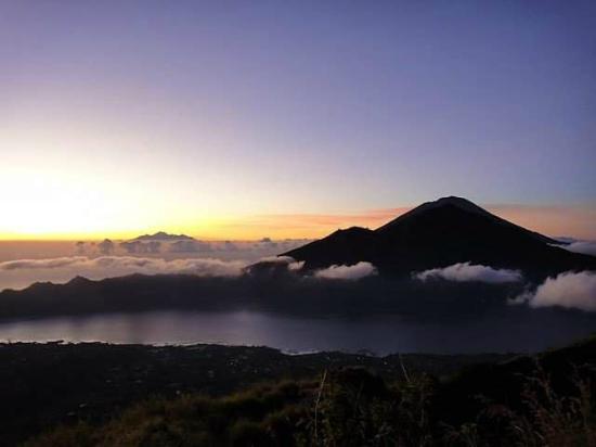 บาหลี, อินโดนีเซีย: Mt Batur Trekking with Komang Artawan
