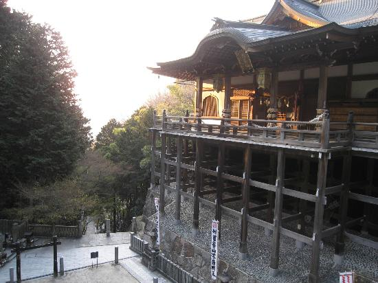 Tanukidani Fudoin: The temple built into the side of a narrow gorge