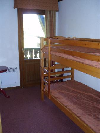Chalets Le Grand Balcon : Bedroom with Bunkbeds