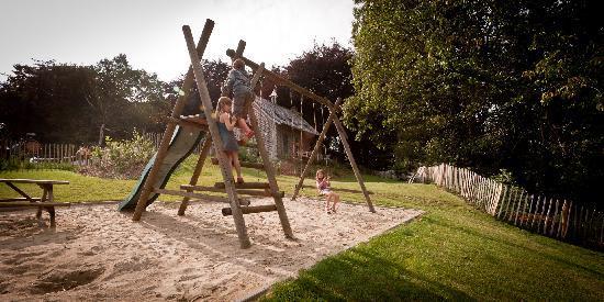 Kapelhuis: Garden with playground