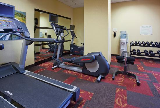 Courtyard Rochester Mayo Clinic Area/Saint Marys: Onsite fitness room to maintain your exercise routine while traveling