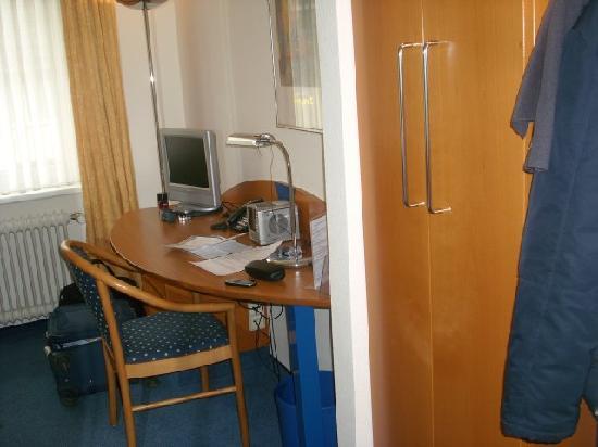 City Hotel Freiburg: micro scrivania