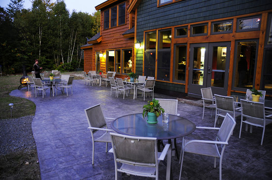 River Driver's Restaurant & Pub: Outdoor Seating
