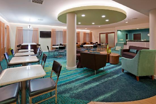 SpringHill Suites Rochester Mayo Clinic Area/Saint Marys: Work or relax in our comfortable lobby area