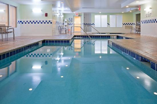 SpringHill Suites Rochester Mayo Clinic Area/Saint Marys: Indoor pool and whirlpool for exercise and fun