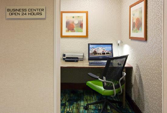 SpringHill Suites Rochester Mayo Clinic Area/Saint Marys: Complimentary WiFi through the hotel, and an onsite business center