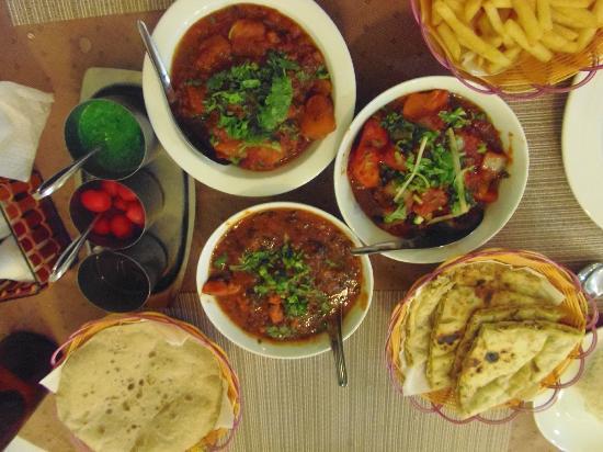 Curry Night Indian Restaurant: Mmmmm ....sooo good.