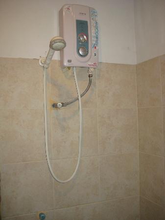 วฤนดา การ์เด้น รีสอร์ท: Shower