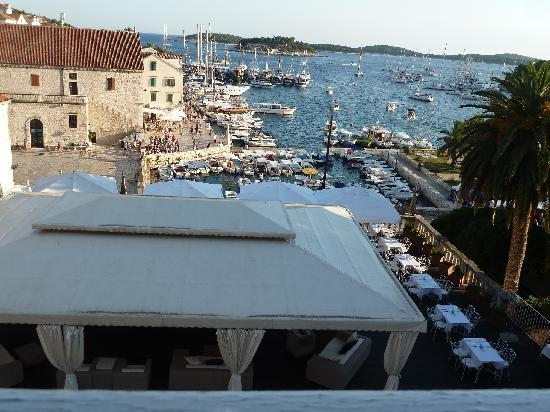 The Palace Hvar Hotel: vista puerto