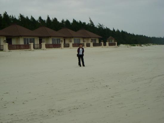 Yangjiang, China: Beach front bungalows