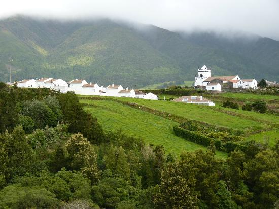 Casa Maria de Deus: The B&B is behind the church, on right of picture
