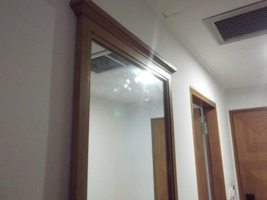 Diamond Plaza : Dirty mirror