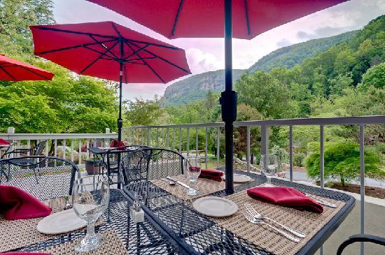 The Esmeralda Inn: Patio Dining w/View
