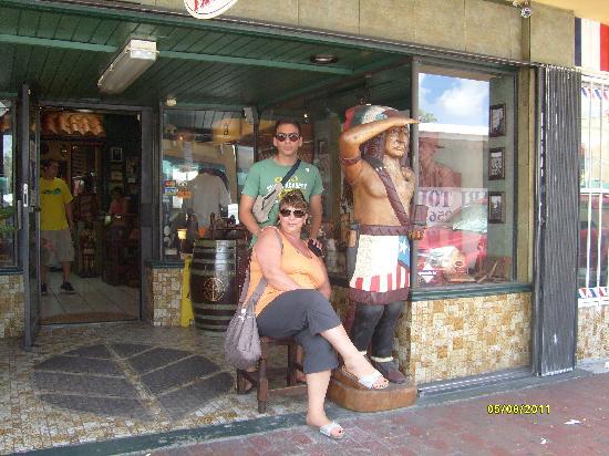 South Beach Plaza Villas : Bottega artigiani di sigari cubani nel quartiere cubano a Miami
