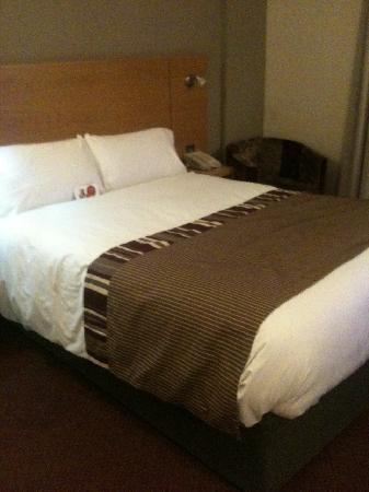 Jurys Inn Exeter: comfy bed