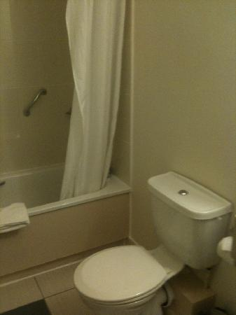 Jurys Inn Exeter: powerful shower