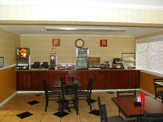 Comfort Inn & Suites West: Free HOT Breakfast Buffet