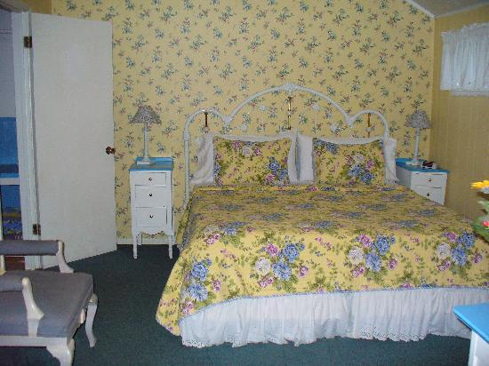 Piety Hill Cottages Motel and B&B Inn: Apple Blossom