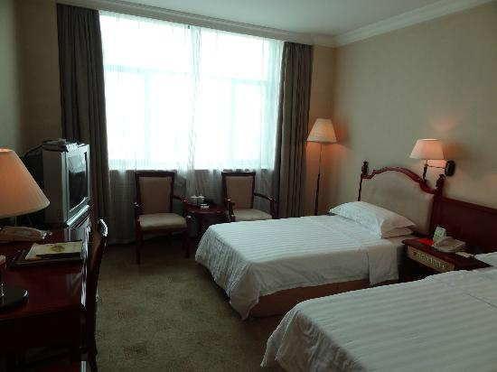Barony Tarim Petroleum Hotel: Twin room on 2nd floor