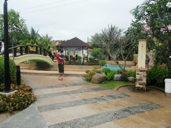 St Agatha Resort: near bridge over wave pool