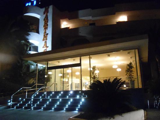 Club Martha's Aparthotel: front of hotel