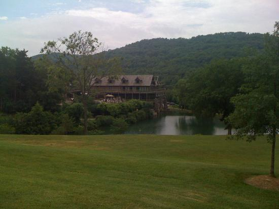 Big Cedar Lodge: One of the lodges