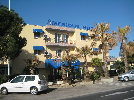 Hotel Amerique: Hotel, from entrance to the Motel building across the road