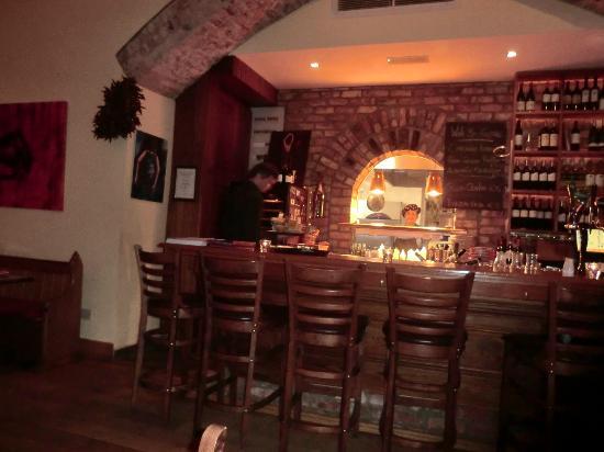 Sol y Sombra Tapas Bar & Restaurant : bar