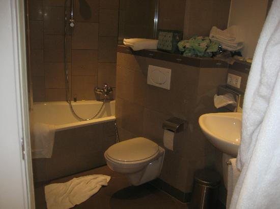 Hotel Parc Beaux-Arts Luxembourg : La salle de bain