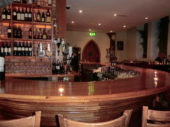 Sol y Sombra Tapas Bar & Restaurant : another bar perspective