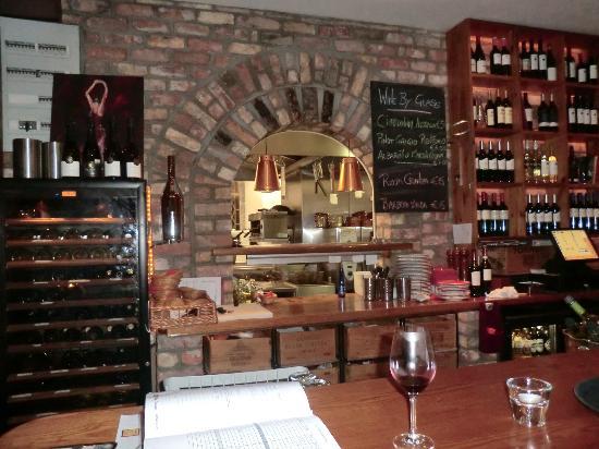 Sol y Sombra Tapas Bar & Restaurant : kitchen window