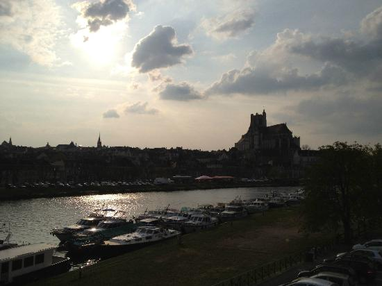 Ibis Auxerre Centre : View from our room (215)