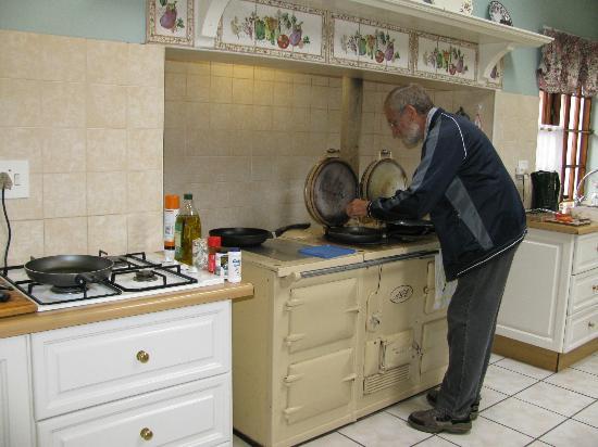 Westlodge Bed & Breakfast : Richard Cooking a a good breakfast!
