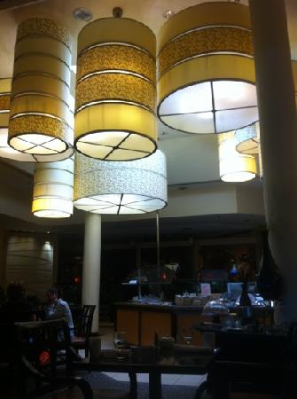DoubleTree by Hilton Kansas City - Overland Park : the main dining room - there are other eating spaces in the back and off to the sides of the mai