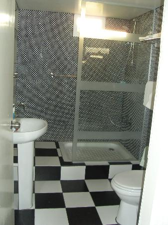 Asty Hotel: Bathroom