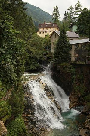 Austria: водопад в альпах