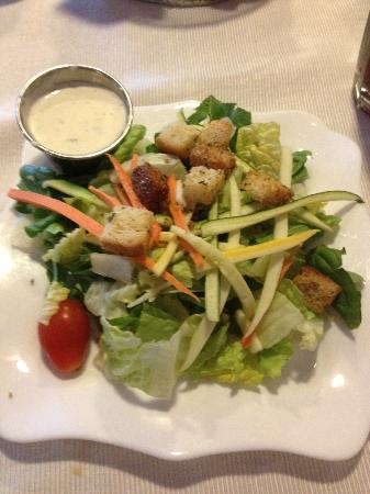 BeDillon`s Restaurant & Cactus Garden: Cold-plated salad with blue cheese dressing