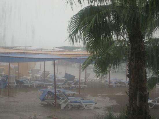 Club Verano: если дождь,то это конец всему