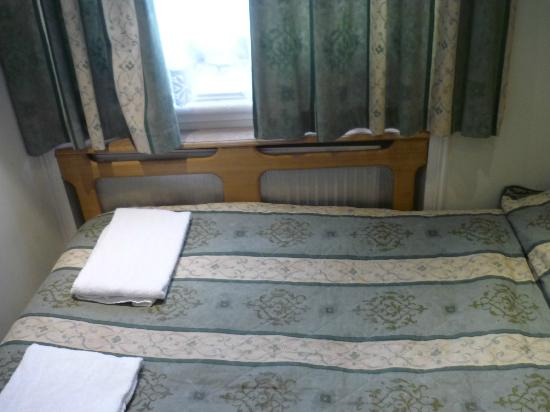 Westbury Hotel Kensington: La lunghezza della stanza è quanto quella di un letto