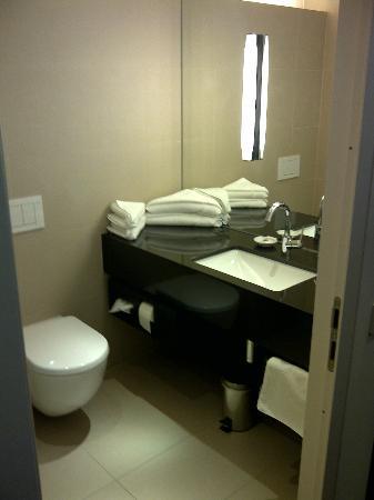 Penz Hotel West: Badezimmer
