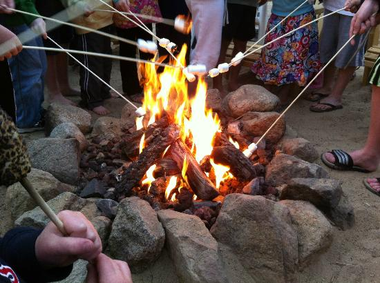 Bayside Resort Hotel: Kid loved roasting marshmallows