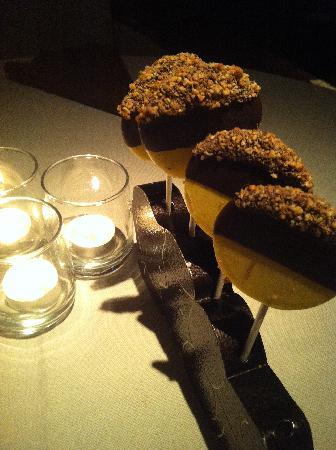 Botero : Free Ice-cream Dessert on sticks!