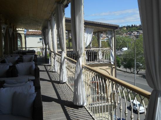 Ambassadori Tbilisi Hotel: Restaurant, breakfast terrace
