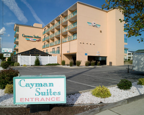 Cayman Suites: Front of Buiding