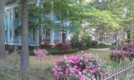 Spahn House B&B Front Yard