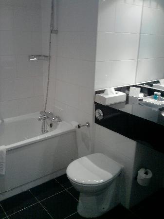 Crowne Plaza Solihull: Bathroom