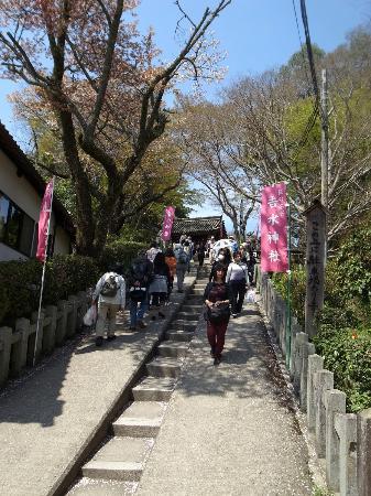 Yoshimizu Shrine: 神社手前の石段