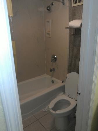 Days Inn St Augustine/Historic Downtown: bathroom