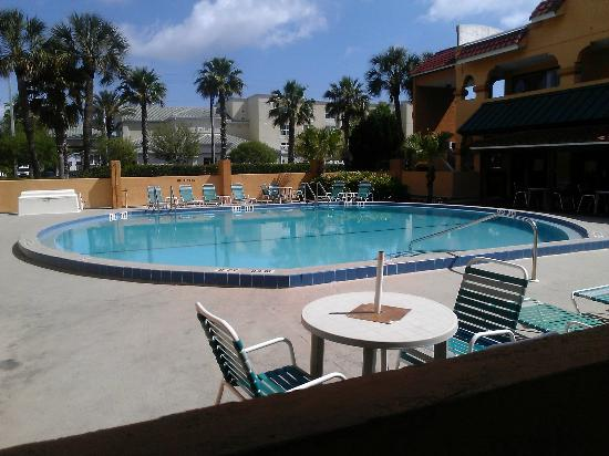 Days Inn St Augustine/Historic Downtown : octagon pool